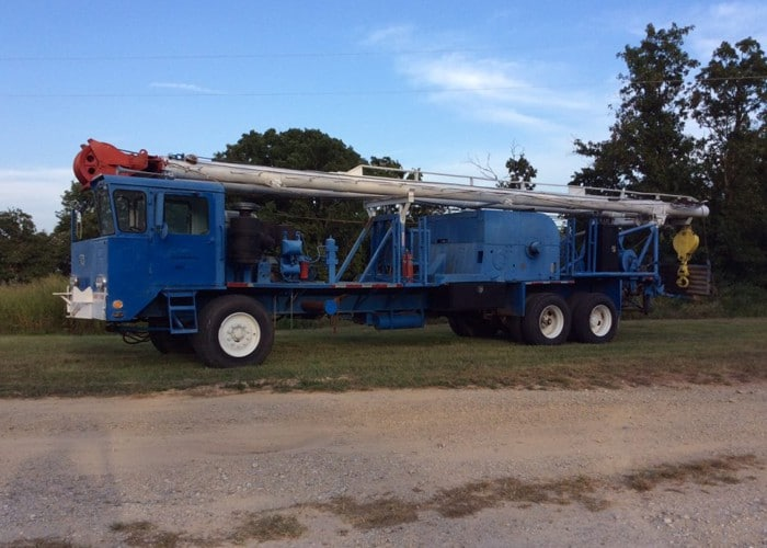 Double Pole Franks Worker Rig | Drilling Equipment Resources