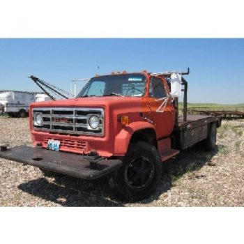 1988 GMC Winch Truck, VIN- GDJ701E9JV530730, 189″WB, p/b 427 Gas Eng, 4-Spud Manual Trans w/6.57 Gear Ratio, 8'W x 13'L Bed w/Live Tail Roller, 5th Wheel Ball BRADEN Winch, 9.00R20 Tires